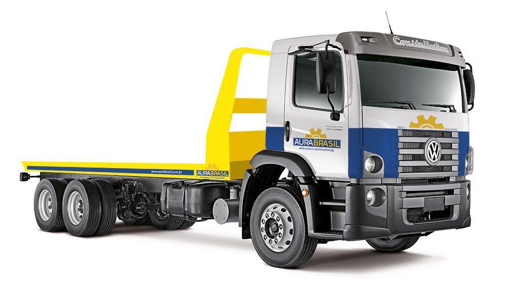Caminhão da AuraBrasil para transporte de equipamentos